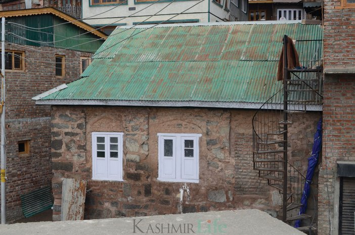 Smallest and the oldest mosque in Srinagar's Aali Kadal. It is not open for prayers. KL Image: Bilal Bahadur