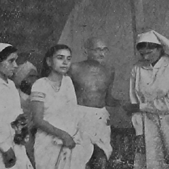 Gandhi visiting National Hospital in Srinagar. Dr Sushila Nair is conducting him.