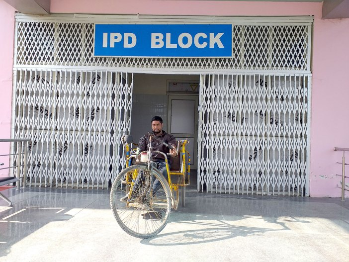 No patients outside even IPD block. KL Image by Shah Hilal
