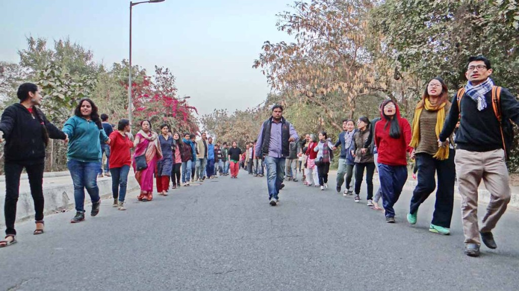 JNU students, scholars and faculty form a human chain against the govt crackdown Photo: A Waseem