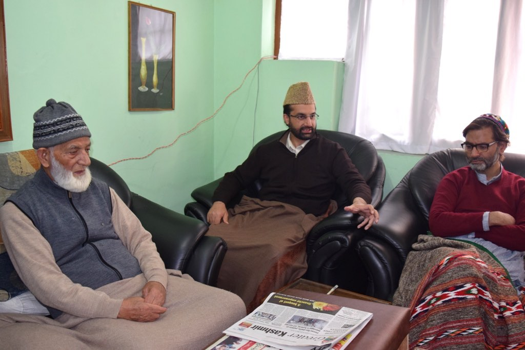 Geelani to leave at 12, Mirwaiz at 11:30 for Shopian