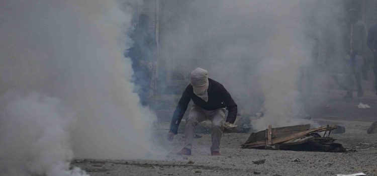 Pepper, tear gas choke Habba Kadal residents