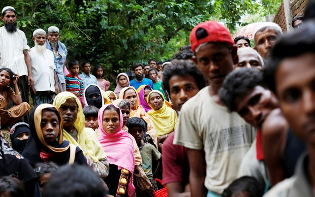 Bangladesh bans Islamic charities from giving aid to Rohingya refugees