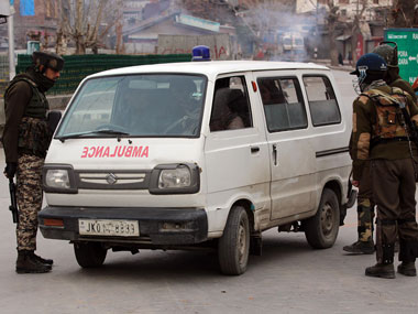 Forces stop ambulance en route from Shopian to Srinagar carrying pellet-hit injured