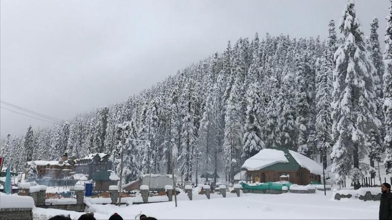 Higher Reaches Of JK, Ladakh Receive Snowfall