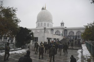 Roads leading to Hazratbal Shrine closed