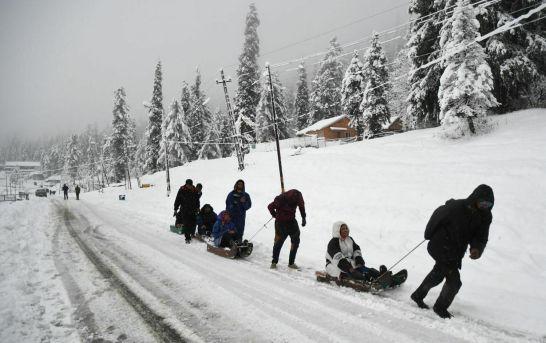 Snowfall In Higher Reaches, Rains Lash Plains Of Kashmir