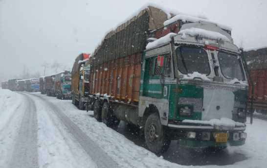 Kashmir Highway Closed For 2nd Consecutive Day, 4,000 Vehicles Stranded
