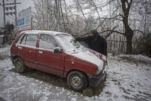 Kashmir Witnesses Snowfall For Third Consecutive Day