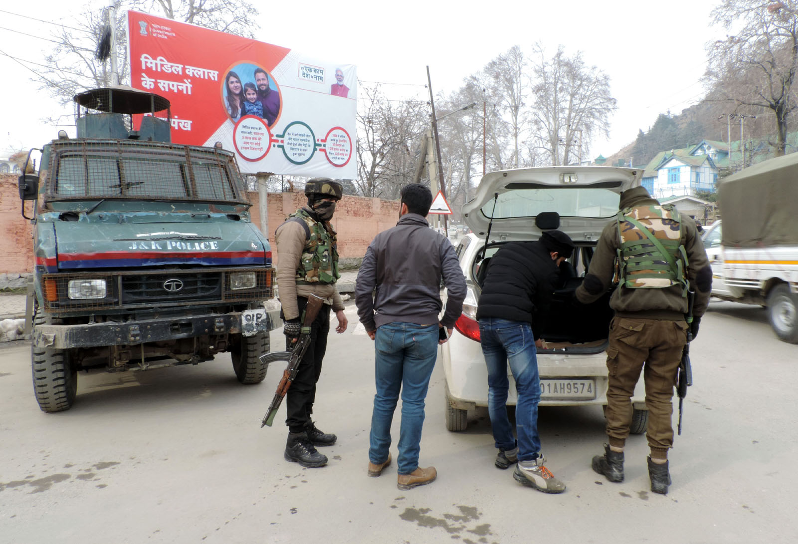 Internet mobile services snapped in Kashmir on R-Day