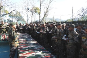 Army Chief Visits LoC, Reviews Operational Readiness