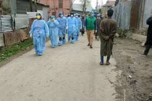 Medical Staff, Cops Pelted with Stones in Sopore