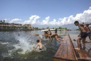 Srinagar Records Season's Hottest Day At 32.9 Degree Celsius