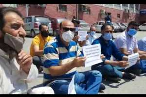 EJAC Demands Regularisation Of Daily Wagers, Holds Protests In Srinagar