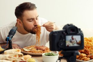 Mukbang: Saudi Health Alert Over New Online Eating Craze