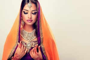 Wish to Look Taller in Your Ladies Sarees? Try These 7 Draping Tips