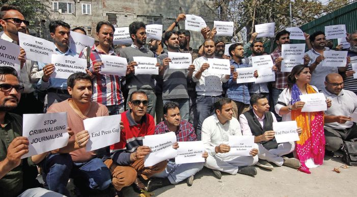 Kashmir journalists protest |