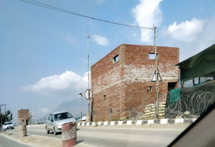 Amid lockdown, new bunkers come up on Srinagar-Qazigund highway