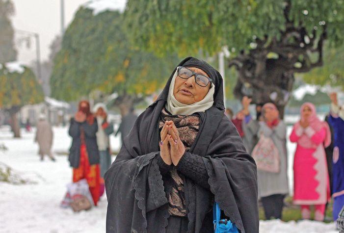 Eid-e-Milad: Thin gathering at Hazratbal shrine