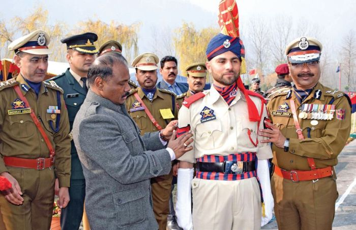 Internet will be restored in phases in Kashmir, says Murmu