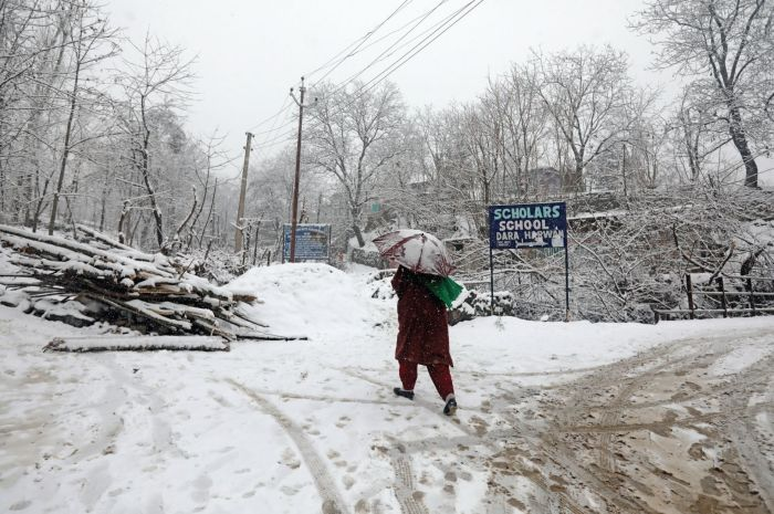 Fresh snow in Valley ends unabated cold