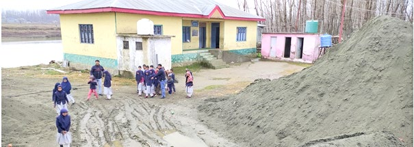 Illegal sand miners turn Pampore govt school into dumping site