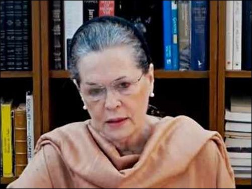 CWC urges Sonia Gandhi to continue as interim chief