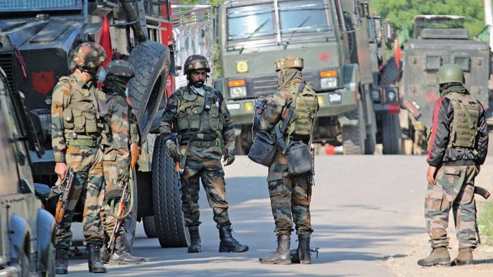 2 militants killed, 3 army soldiers injured in Kulgam gunfight