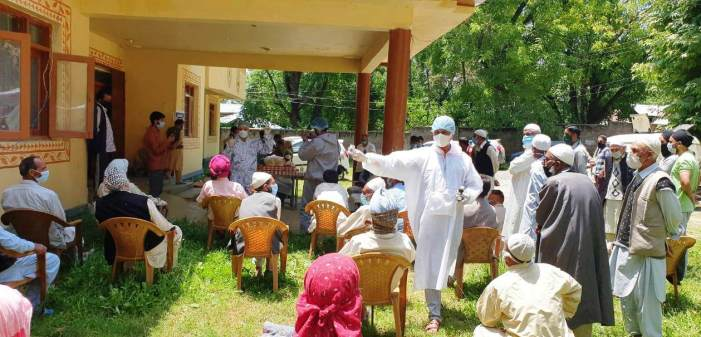 Ayush unit Baramulla distributes Immune booster medicine among people in far flung areas