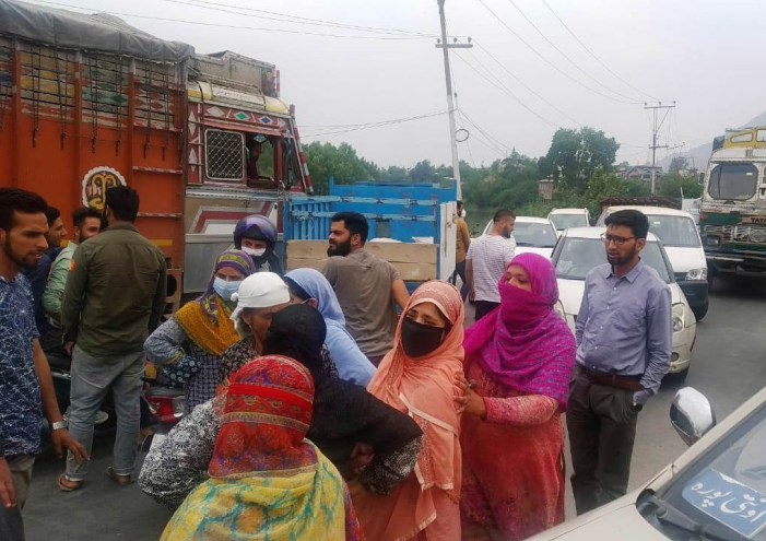 Residents of Frestabal Pampore protest against water scarcity