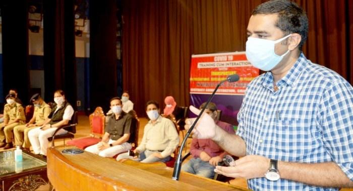 Srinagar Admiistratiom holds daylong Covid-19 sensitization cum training for auto drivers; conducts tests