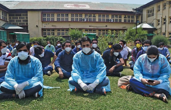 Assault on doctors at SMHS Hospital: MFA demands adequate security  at Covid hospitals