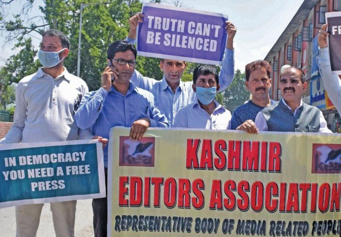 Journalists protest against new media policy