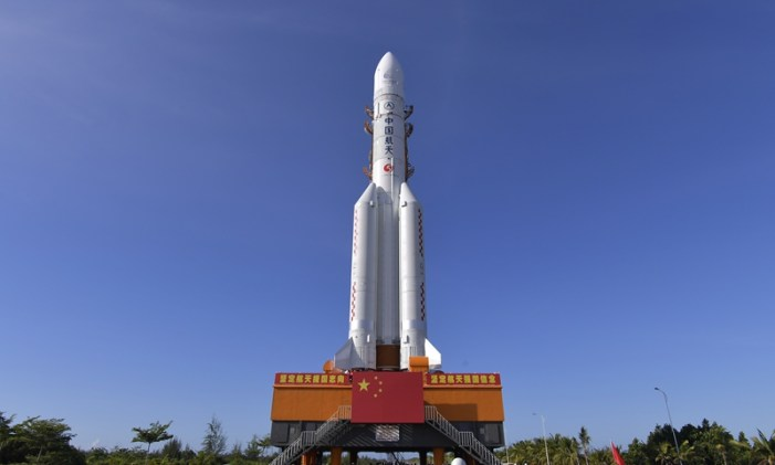 China moves rocket into place for nation's 1st Mars mission