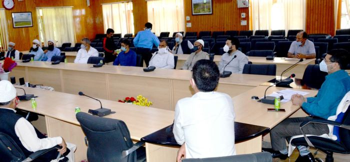 DC Budgam meets religious scholars, imams, traders amid reopening of markets, worship places