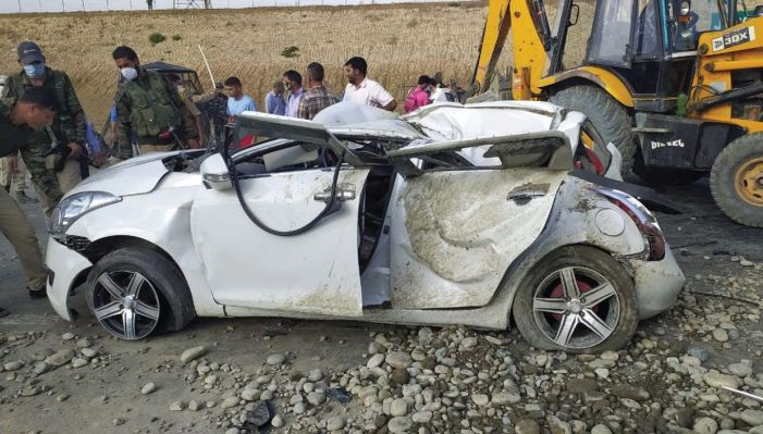 Deadly accident on NH in Pampore: 2 dead, 2 injured