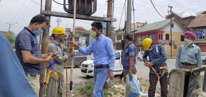Training on safety measures for power staffers begins in Pampore