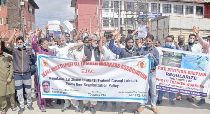 J&K PHE (ITI) Workers Association holds protest for regularization