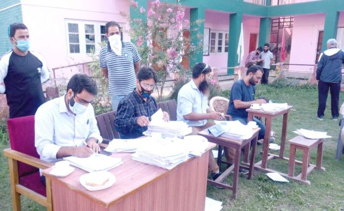 Tehsildar Pampore holds public service delivery camps at Ladhu, Munpora villages