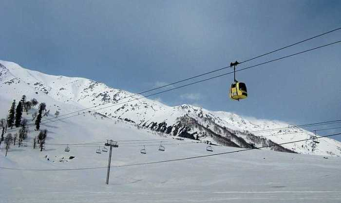 No booking of hotels in Gulmarg will be cancelled, DC clarifies