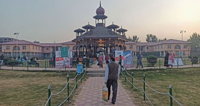 Crafts Mela in Srinagar deserted, desolate this year