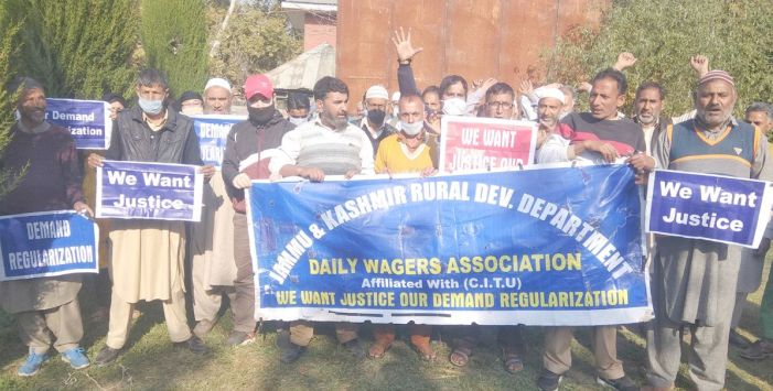 RDD daily wagers protest in Srinagar, demand regularisation