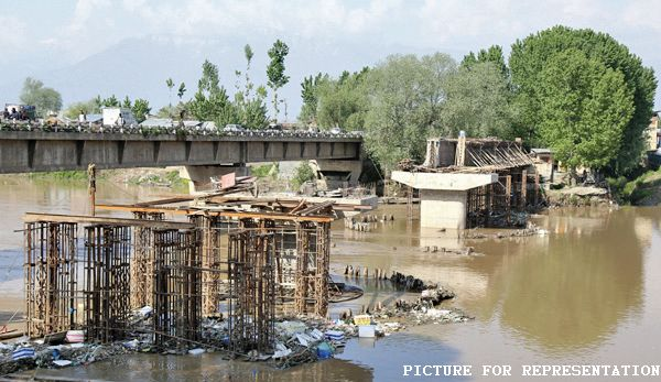 Two bridges on Pampore outskirts left unfinished due to 'political meddling', 'lack of funds'