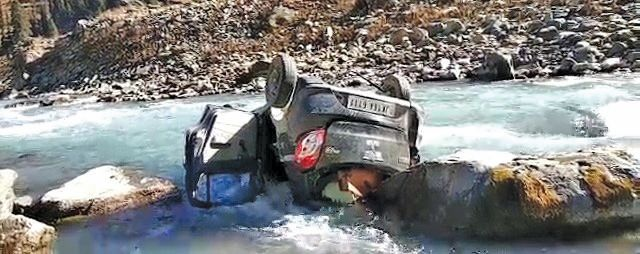 Youth killed as car falls into river in Sonamarg