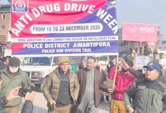 Drug de-addiction rally held by police in Handwara, seminar on drug abuse at Awantipora