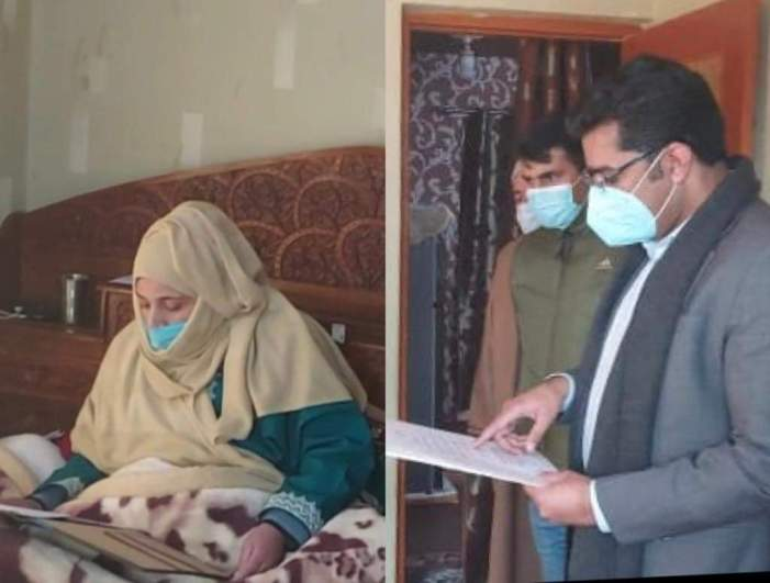 DC Srinagar administers oath to elected DDC member, an expecting mother, at her home; wins hearts