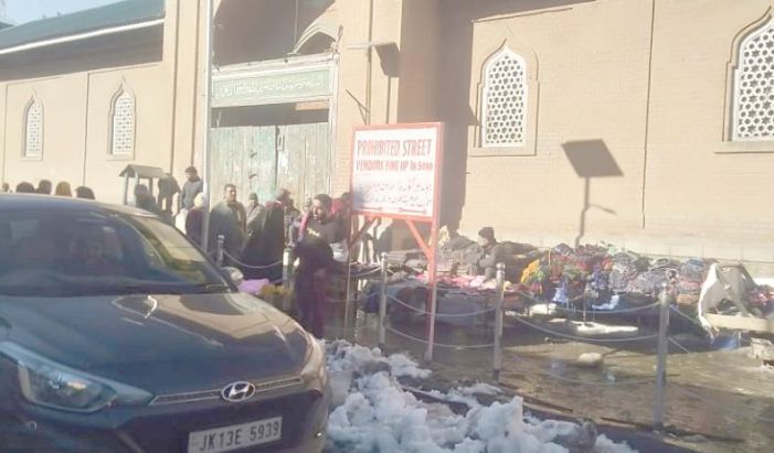 Renovated Shopian Jamia premises again grabbed by vendors