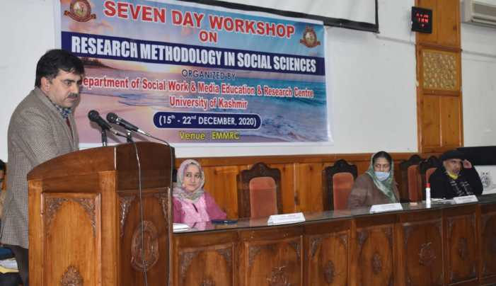 Week-long workshop on Research Methodology concludes at KU