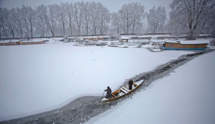 Snowfall again in parts of Kashmir, flights affected