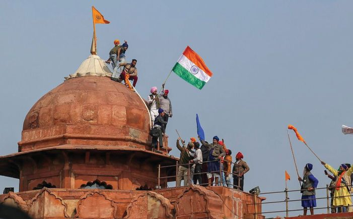 Tractor parade leads to storming of Red Fort